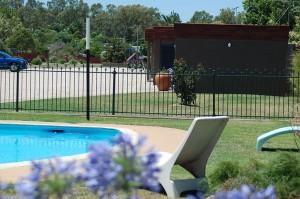 motel meneres pool to units