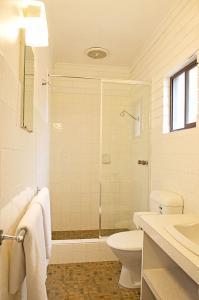 motel meneres twin room bathoom