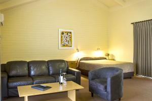 motel meneres upstairs suites